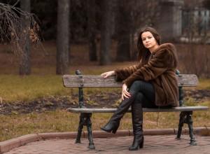 Юрій Лагно. Дівчина в парку