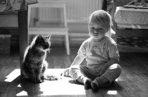 Дитина в контровому світлі