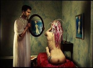 Дівчина в дзеркалі. Містика.