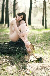 Дівчина на природі