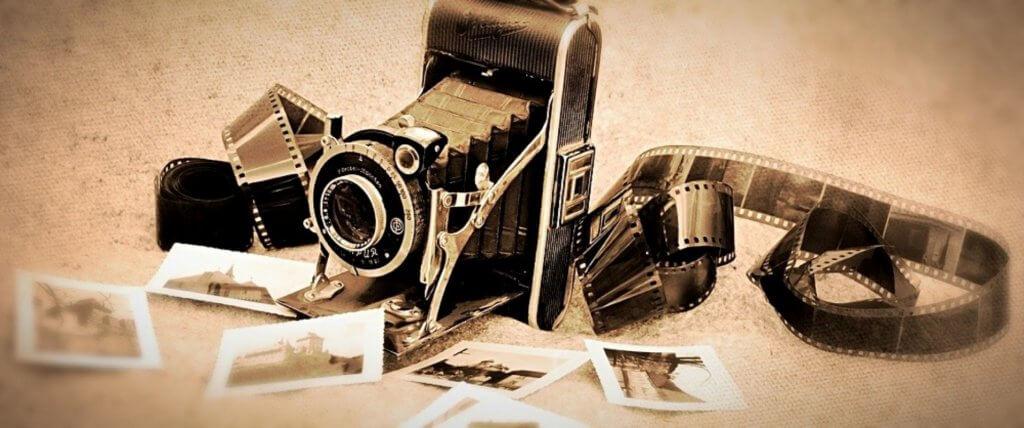Старий фотоапарат і плівка