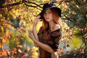 Дівчина-осінь
