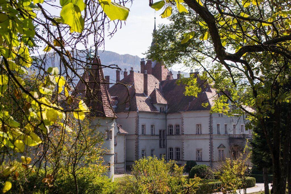 Замок Шенборнів восени