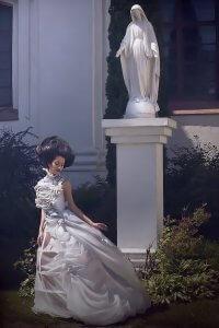 Модель у білій сукні. Фотохудожниця Ольга Кушнір