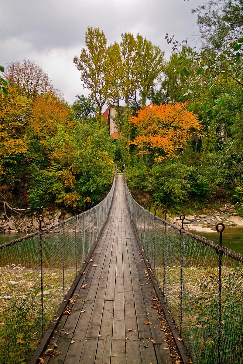 Міст в осінь