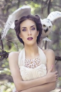 Дівчина з полярною совою. Автор Ольга Кушнір