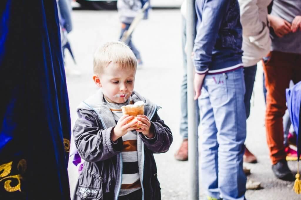 Хлопчик з морозивом. Фото Анни Леоненко
