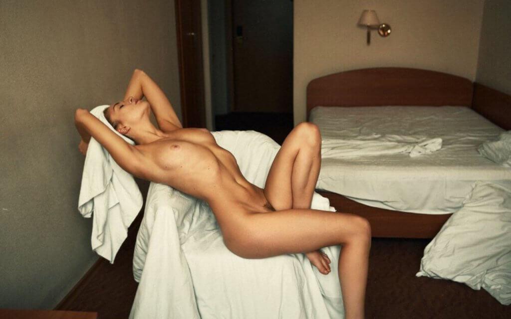 Як знайти модель НЮ? Фото оголеної дівчини