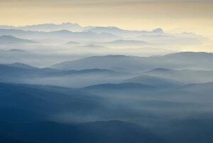 Пагорби в тумані. Автор Віталій Башкатов