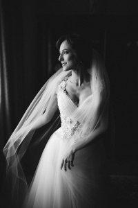 Чорно-біле фото нареченої