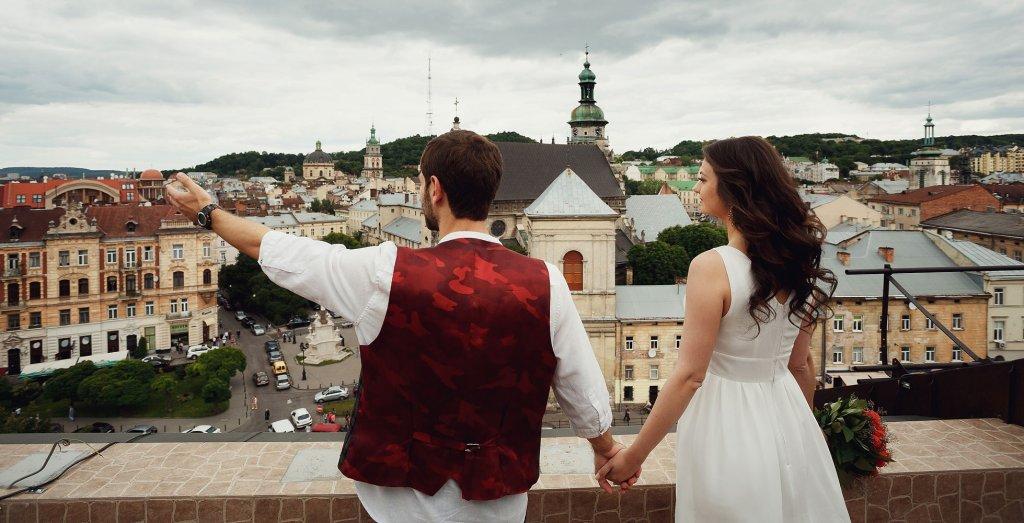 Молодята у Львові. Весільна фотозйомка