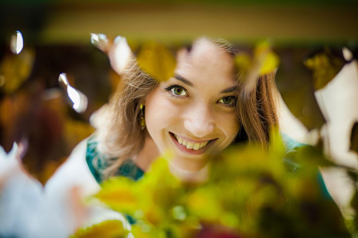 Усміхнена дівчина