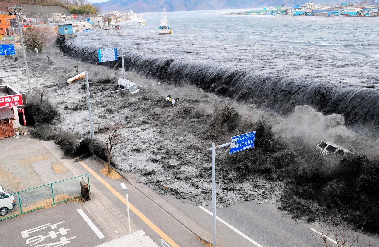 Нищівне цунамі в Японії