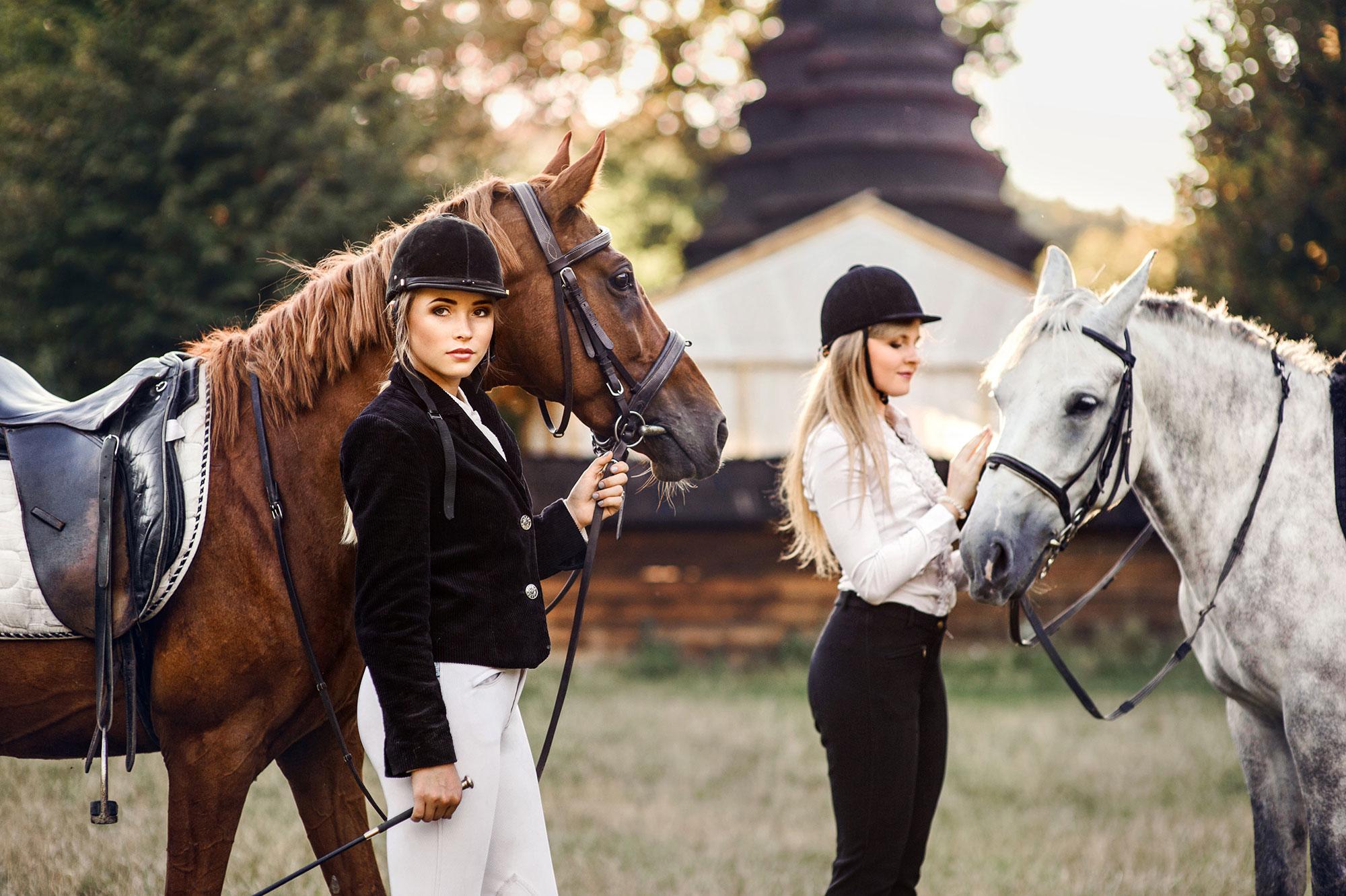 Дівчата та коні
