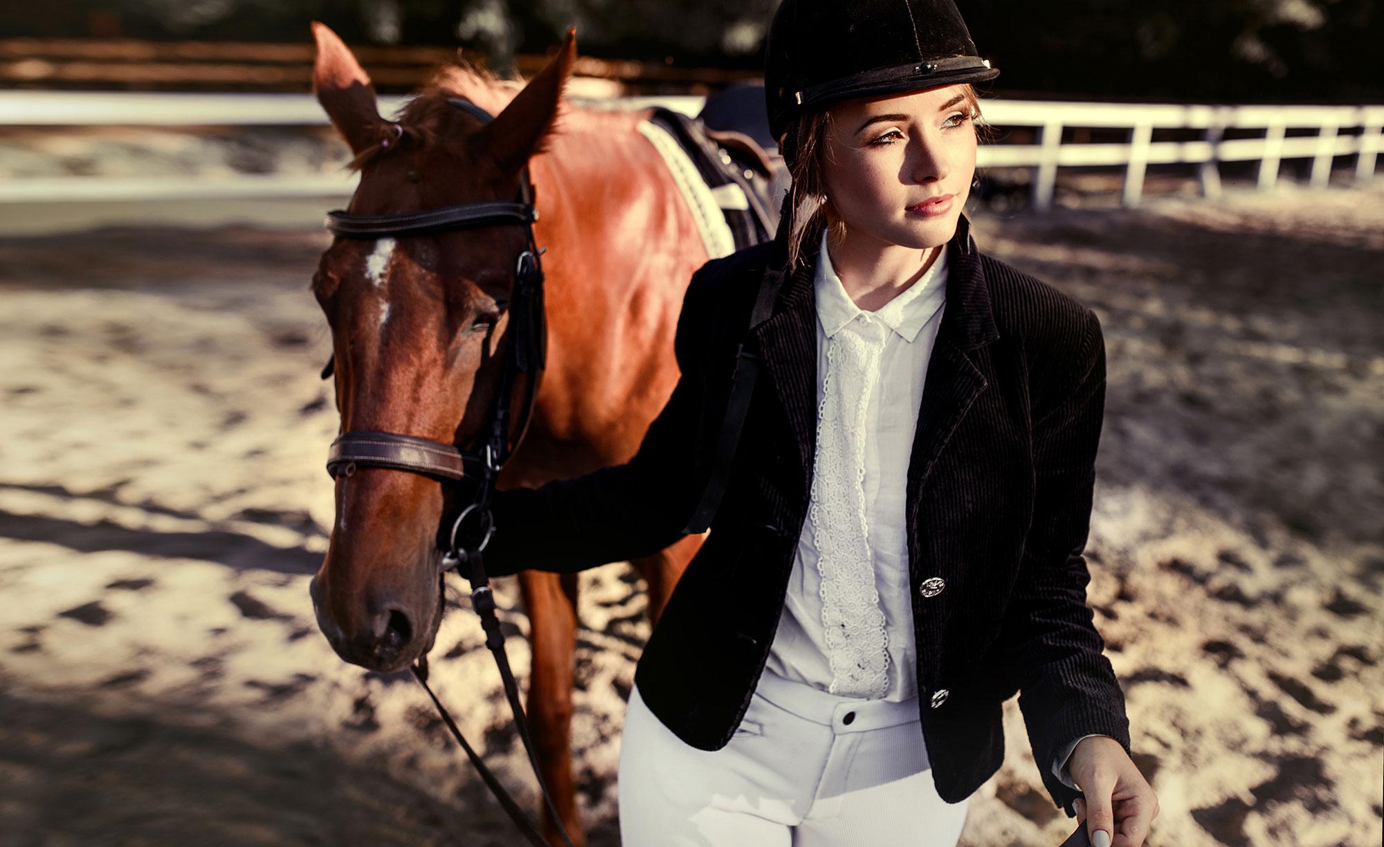 Олена Кравцова. Дівчина з конем