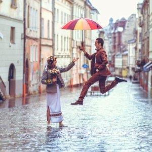Весільна фотосесія під дощем