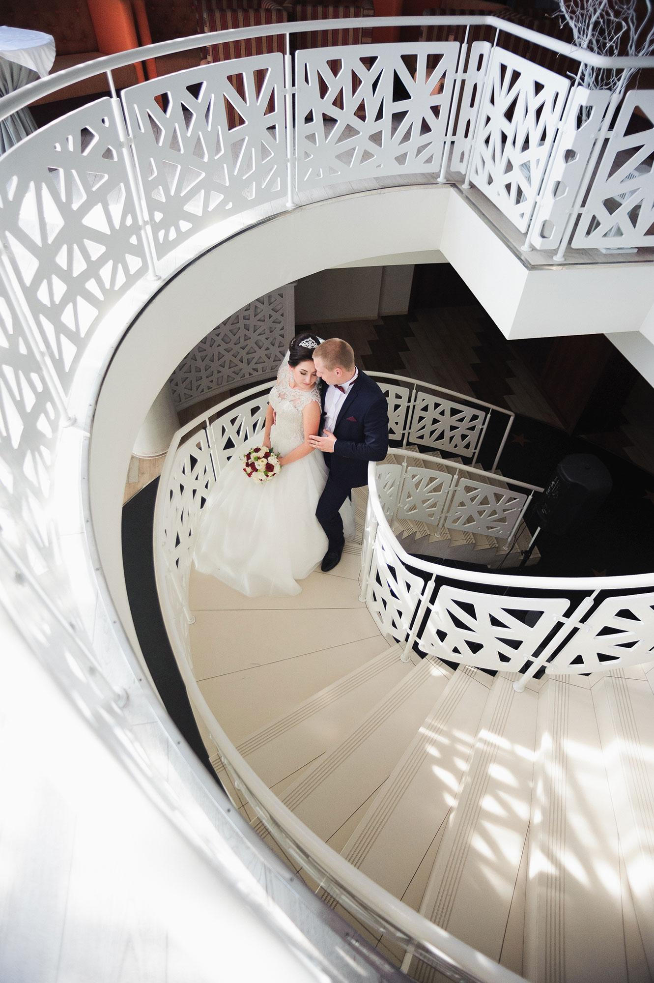 Молодята на сходах